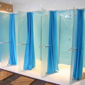 Pare-douche – douches collectives séparées